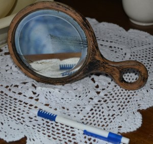 Cosmetic mirror owned by Mary Ralph Spurrell (1898-1978)
